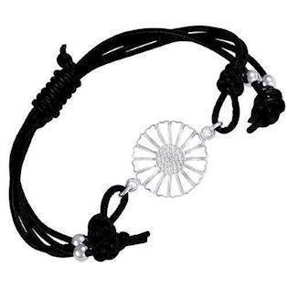 White Daisy with black leather bracelet from Lund Copenhagen