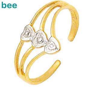 Three hearts 9 ct toe ring with Diamonds